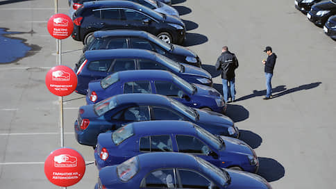 Продажи машин катятся вниз  / В ноябре авторынок упал на 6,4%
