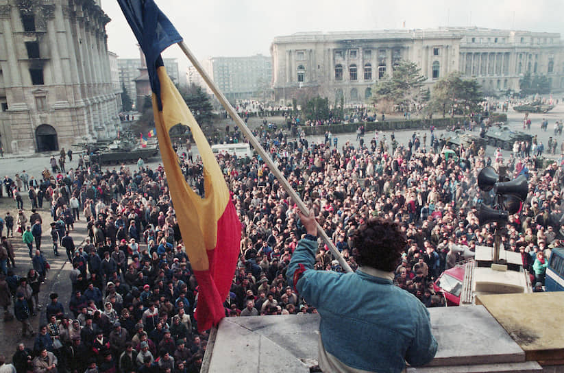 Вместе с Чаушеску Румыния избавилась от социалистического герба в центре национального флага