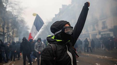 Французы вышли за пенсию  / Первый день забастовки они провели на улицах