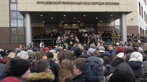 Учитывая смягчающие обстоятельства // Оглашены приговоры семерым фигурантам «московского дела»