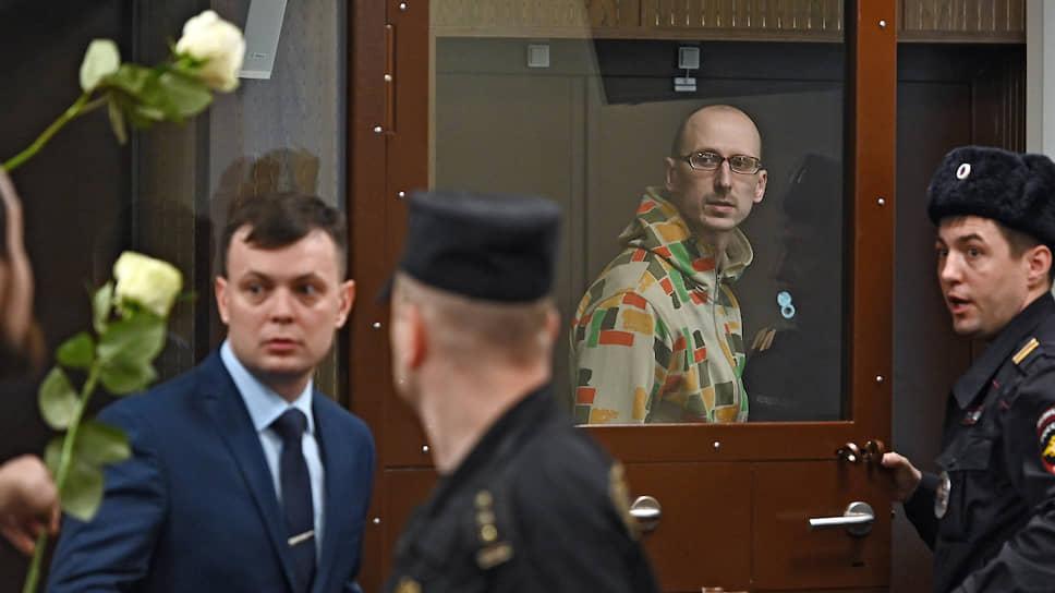 Участник несанкционированной акции 27 июля в Москве Павел Новиков (в аквариуме)