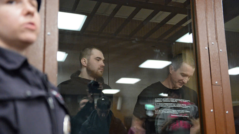 Участники несанкционированной акции 27 июля Максим Мартинцов (в центре) и Егор Лесных (справа)