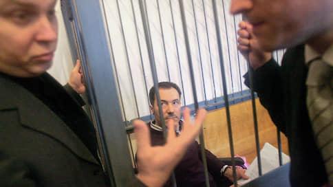 Украинский депутат расплачивается за российское посольство  / Николая Рудьковского осудили на минимальный срок и взыскали нанесенный всеми нападавшими ущерб
