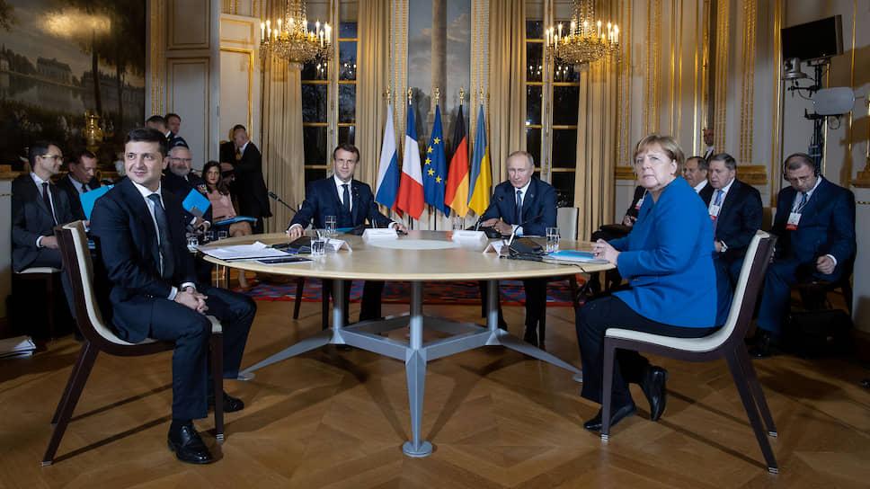 Лидеры Украины, Франции, России и Германии во время саммита «нормандской четверки» в Париже