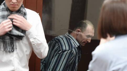 Срок постучал в окно автозака  / Эдуард Малышевский приговорен к трем годам колонии за выбитое стекло полицейского автобуса