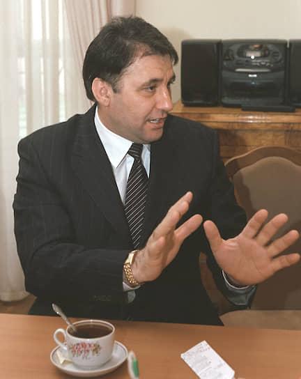 <b>Бислан Гантамиров</b>. С 1994 по 1996 год был военным руководителем Временного совета Чеченской Республики (ВСЧР), который находился в оппозиции Джохару Дудаеву. Воевал на стороне федеральных сил. В мае 1996 года был задержан по обвинению в хищении средств, выделенных на восстановление Чечни. В 1999-м был осужден на шесть лет, но вскоре помилован. В начале 2000-х был мэром Грозного, работал в правительстве Чечни. Позже занялся аграрным бизнесом