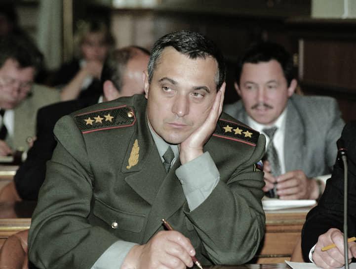 <b>Анатолий Квашин</b>. В декабре 1994 — январе 1995 года — командующий Объединенной группировкой федеральных сил в Чечне. Был одним из руководителей провального штурма Грозного 1 января 1995 года. С февраля 1995-го командовал войсками Северо-Кавказского военного округа. С 1997 по 2004 год — начальник генштаба ВС России, первый замминистра обороны. В 2004-м уволен в запас. До 2010 года был полпредом президента в Сибирском округе. С 2011 года — в отставке