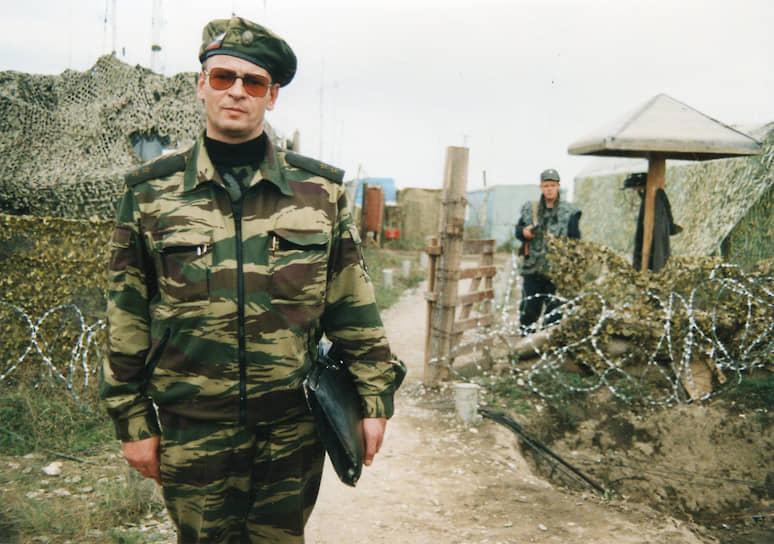 <b>Анатолий Романов</b>. В октябре 1994 года стал командующим войсковой оперативной группой внутренних войск на Северном Кавказе. В апреле 1995-го руководил спецоперацией в селе Самашки. С 19 июля по 28 декабря 1995 года был заместителем министра внутренних дел, командующим внутренними войсками МВД, Объединенной группировкой федеральных войск в Чечне. 6 октября 1995 года был тяжело ранен при покушении в Грозном. 13 лет проходил лечение в клиническом госпитале им. Бурденко, остался инвалидом