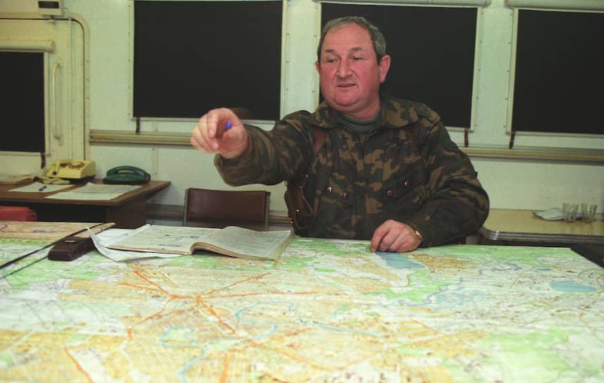 <b>Геннадий Трошев</b>. В 1994—1997 годах — командуюший 42-го армейского корпуса и 58-й армией в Северо-Кавказском военном округе. Группировка «Юг» под командованием генерала Трошева осуществляла план по блокаде Грозного. С 1995 по 1996 года командовал группировкой войск Минобороны РФ в Чечне. Вел переговоры с полевыми командирами боевиков. С 1999 года командовал группировкой «Восток». С 2003 года был советником президента России. Погиб 14 сентября 2008 года в авиакатастрофе