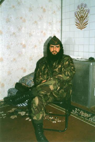 <b>Самер Салех ас-Сувейлем (известен как Хаттаб)</b> — полевой командир. До Чечни воевал в Афганистане и Таджикистане. Принимал активное участие в первой чеченской войне, организовывал зарубежное финансирование, закупки боеприпасов и обустройство лагерей по подготовке боевиков. Был связующим между чеченскими боевиками и международными террористическими структурами. Ликвидирован 20 марта 2002 года