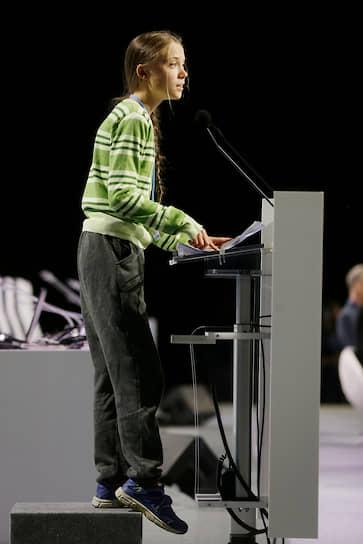 В начале декабря Грета Тунберг в соавторстве с двумя радикальными активистками опубликовала программную статью под заголовком «Почему мы снова протестуем». В ней, в частности, говорится, что борьба за спасение планеты «требует уничтожения существующей политической и экономической системы»