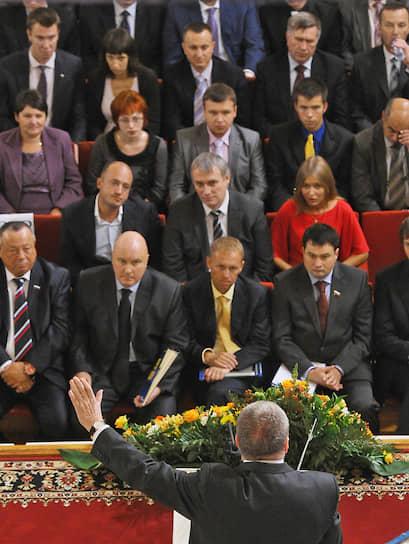 2011 год. Председатель ЛДПР (спиной) на предвыборном съезде партии в Колонном зале Дома Союзов