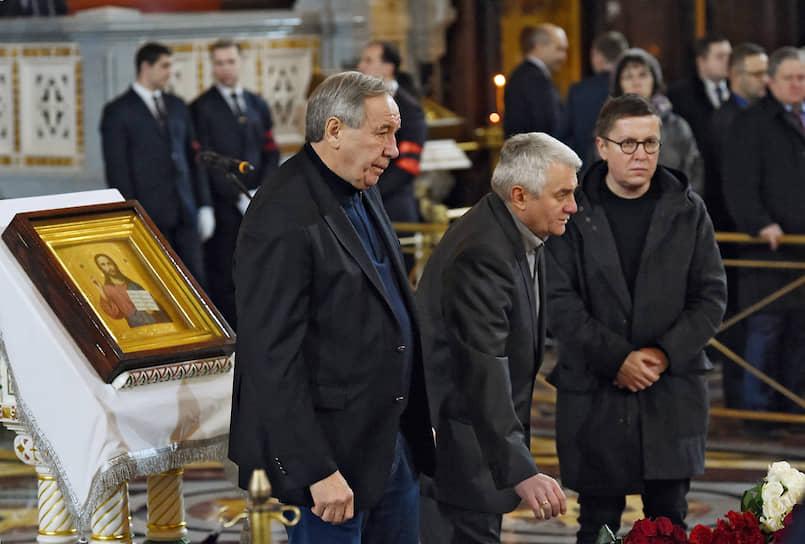 Президент Федерации тенниса России Шамиль Тарпищев (слева) во время церемонии