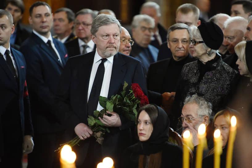 Председатель федерального политкомитета партии «Яблоко» Григорий Явлинский (в центре)