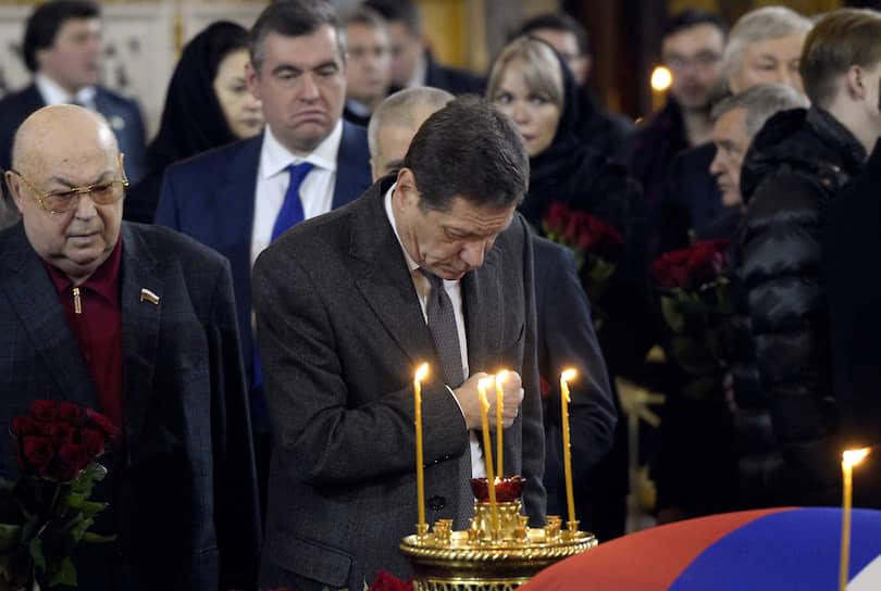 Первый заместитель председателя Госдумы Александр Жуков (в центре) и член комитета Госдумы по транспорту и строительству Владимир Ресин (слева) во время церемонии