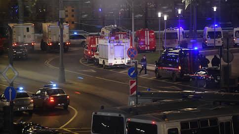 Стрельба у здания ФСБ на Лубянке  / Один силовик погиб, пятеро ранены, нападавший убит