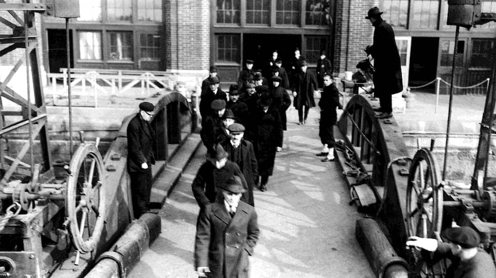 В конце 1919-го—начале 1920 года число кандидатов на депортацию из США измерялось тысячами