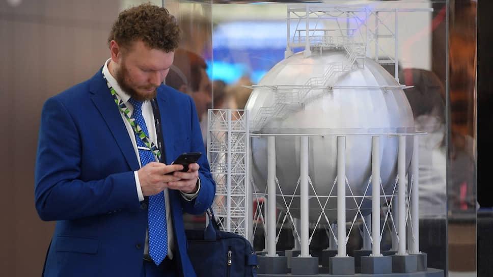 На фото макет шарового резервуара для Амурского ГПЗ