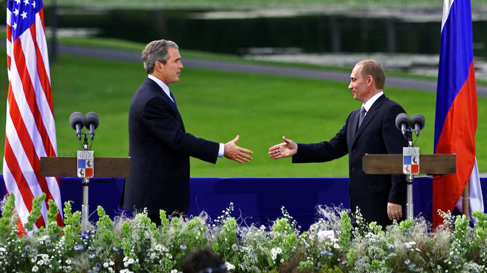 Встреча президента США Джорджа Буша (слева) с президентом России Владимиром Путиным (справа) в Любляне