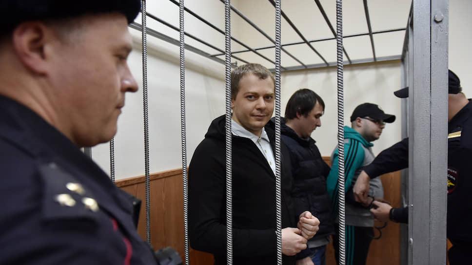 Слева направо: кибермошенники Андрей Жданов, Кирилл Кулабухов и  Максим Матюшев