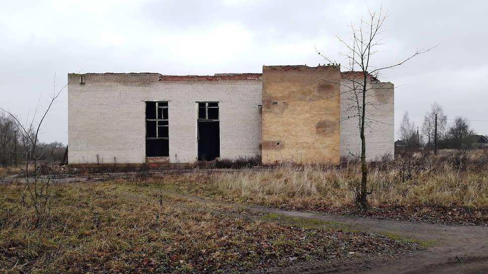Бывший дом культуры Петровичей на бывшей базарной площади