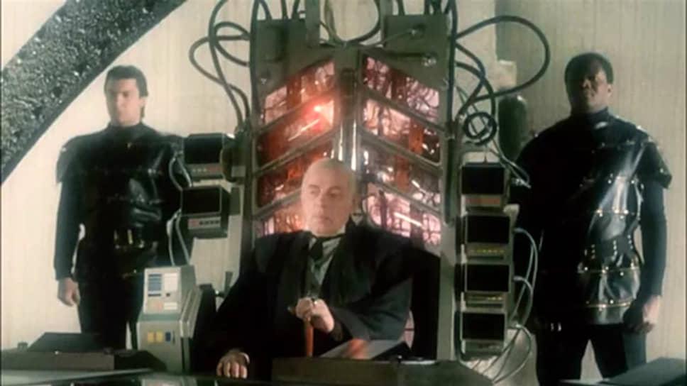 Единственная отечественная экранизация произведений Азимова — «Конец вечности» (1987) — вышла не очень удачной
