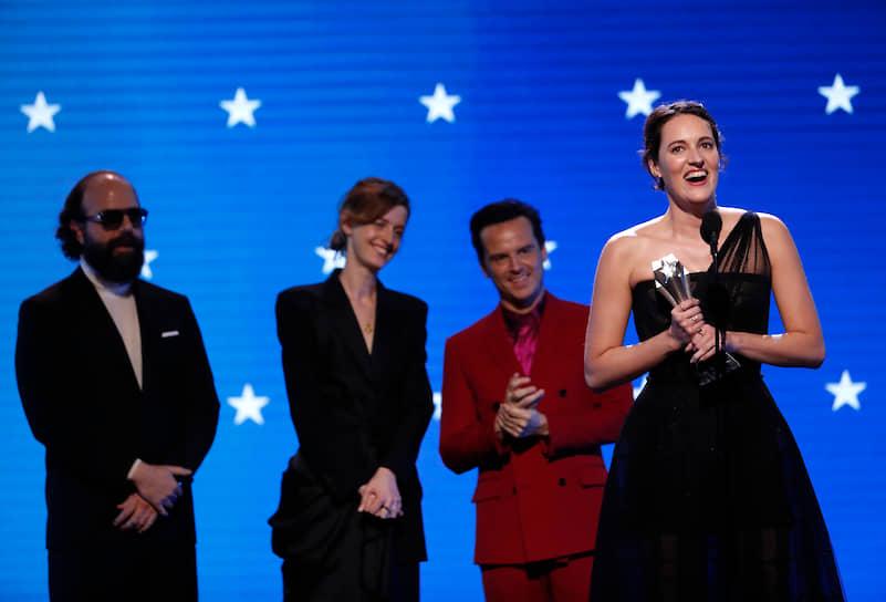 Лауреат премии за лучшую женскую роль в комедийном сериале «Дрянь» Фиби Уоллер-Бридж (справа)