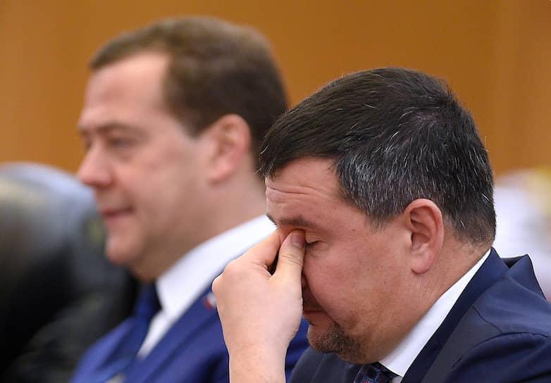 Премьер Дмитрий Медведев и вице-премьер Максим Акимов (справа) на переговорах в Китае