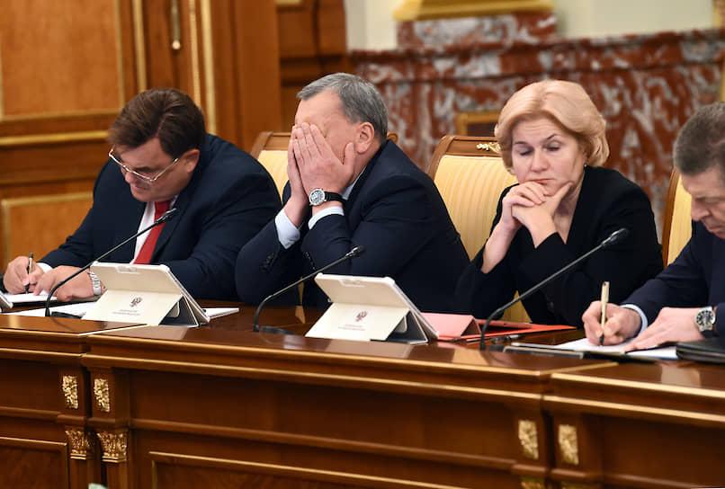Слева направо: вице-премьеры Константин Чуйченко, Юрий Борисов, Ольга Голодец и Дмитрий Козак на заседании правительства