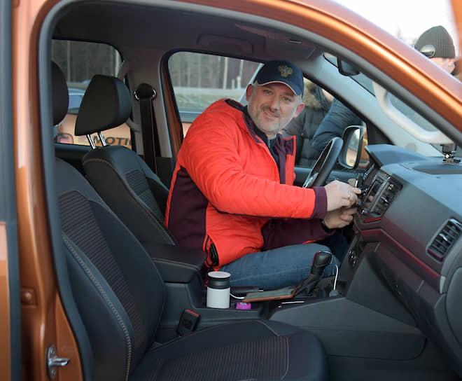 Министр транспорта Евгений Дитрих во время подготовки к церемонии открытия автодороги М11 Москва—Санкт-Петербург
