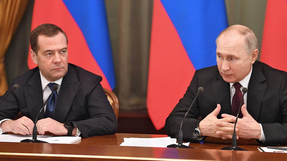 И. о. премьер-министра России Дмитрий Медведев (слева) и президент России Владимир Путин