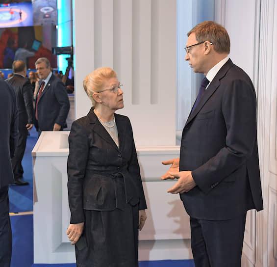 Член Совета федерации Елена Мизулина и председатель совета директоров АФК «Система» Владимир Евтушенков