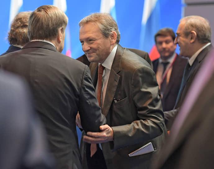 Уполномоченный при президенте РФ по защите прав предпринимателей Борис Титов (в центре)