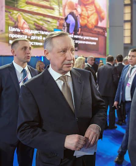 Губернатор Санкт-Петербурга Александр Беглов (в центре)