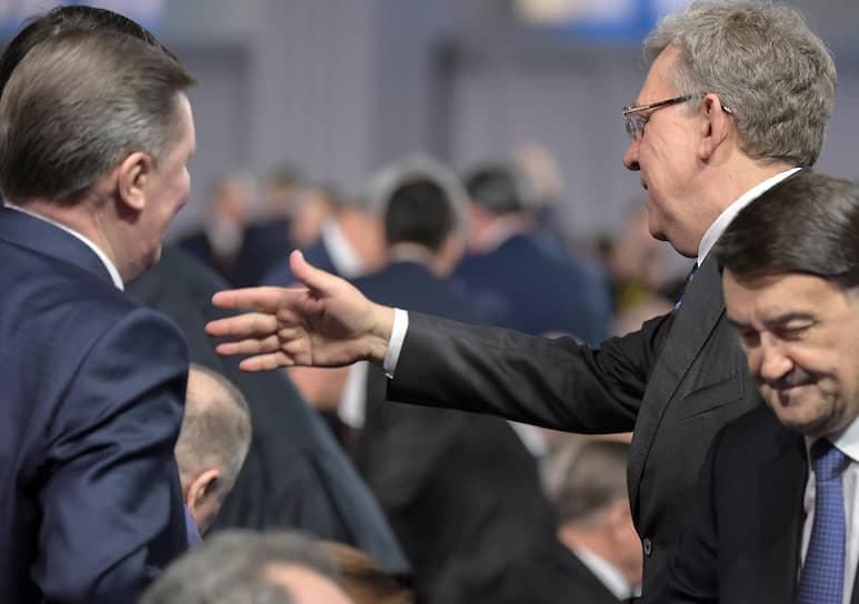 Помощник президента России Игорь Левитин (справа) и председатель Счетной палаты России Алексей Кудрин (второй справа)