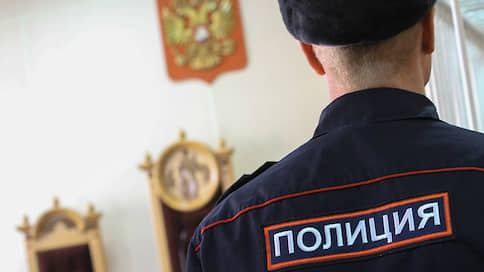 Полицейским предъявили наркотики // Силовиков обвинили сразу в нескольких преступлениях