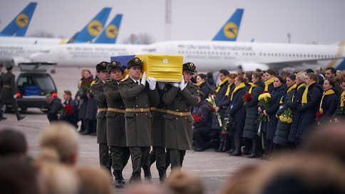 Украинцы с иранского рейса доставлены в Киев  / Теперь там ждут представителей иранских властей с извинениями