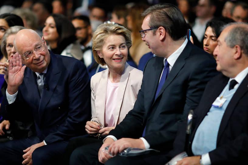 Слева направо: основатель ВЭФ Клаус Шваб, председатель Европейской комиссии Урсула фон дер Лейен, президент Сербии Александр Вучич