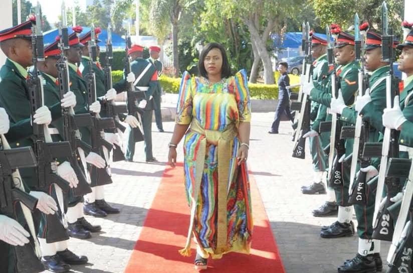 В мае 2011 года 27-летняя Барбара Некеса Оундо стала министром правительства Уганды по делам Карамоджи (регион на северо-востоке страны). Она проработала на своем посту до 2016 года