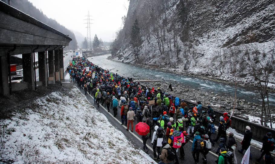 Накануне форума экологические активисты провели марш в Давосе, посвященный проблеме изменения климата. Экология — это одна из главных тем ВЭФ в 2020 году
