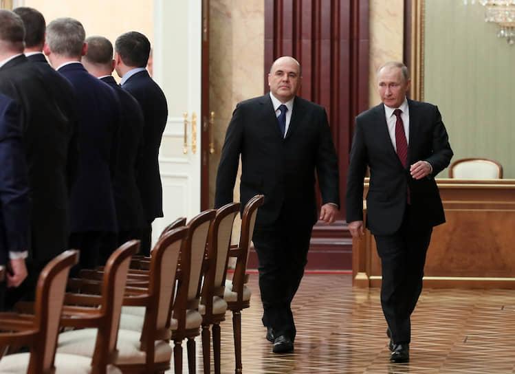 Президент России Владимир Путин и премьер-министр Михаил Мишустин перед началом встречи с членами нового правительства