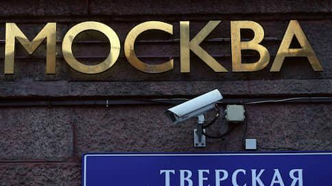Чиновников просят не заглядывать в лица  / Оппозиционеры оспаривают в суде работу московской системы видеонаблюдения