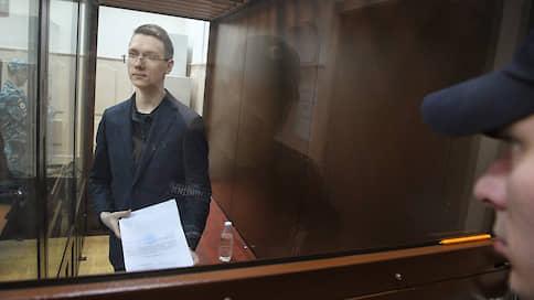 Отличника и стипендиата оставили под стражей  / Суд продлил содержание студента МАИ Андрея Баршая в СИЗО до 27 февраля