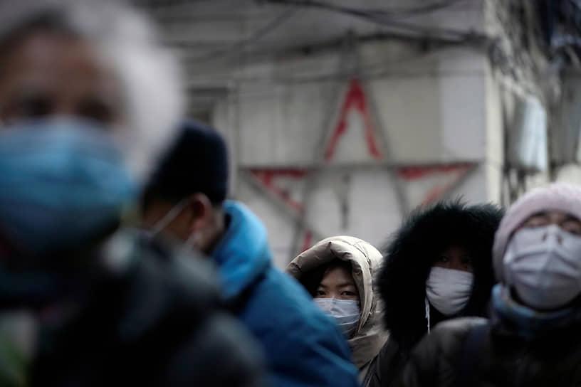 31 декабря 2019 года Всемирная организация здравоохранения сообщила о новом типе вируса, который появился в китайском городе Ухань с населением более 11 млн человек. Источником вируса назвали местный оптовый рынок морепродуктов, который был сразу же закрыт