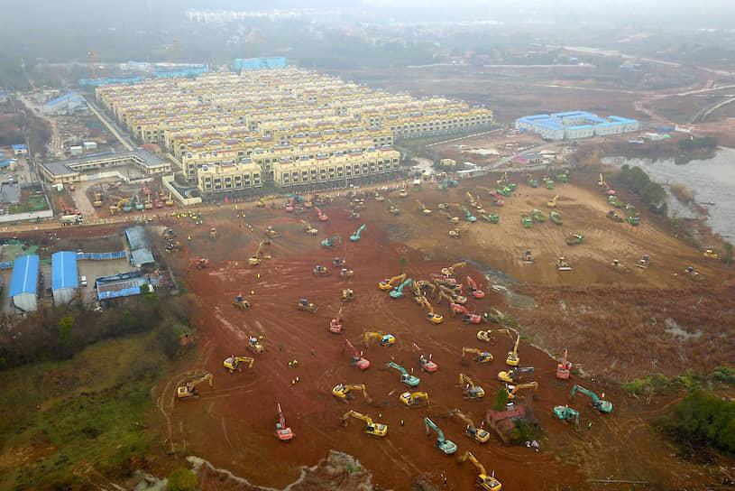 В Ухане строят два специализированных госпиталя для размещения зараженных новым типом коронавируса. Завершить строительство планируют 2 февраля. Площадь новой больницы составит 25 тыс. кв. м