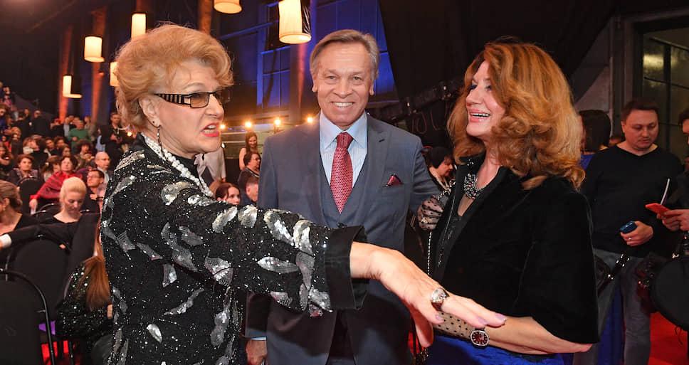 Слева направо: режиссер Светлана Дружинина, сенатор Алексей Пушков его супруга Нина