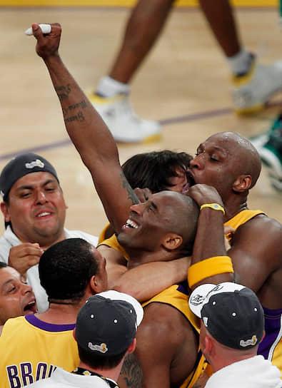 За 20-летнюю карьеру в «Лос-Анджелес Лейкерс» Коби Брайант пять раз становился чемпионом NBA (2000, 2001, 2002, 2009 и 2010 годы), был признан Cамым ценным игроком лиги (MVP; сезон 2008/2009), а также дважды признавался MVP финальной серии НБА (2009 и 2010 годы). Также он 18 раз принимал участие в матче всех звезд НБА, 15 раз включался в сборную всех звезд и 12 раз в сборную защиты всех звезд