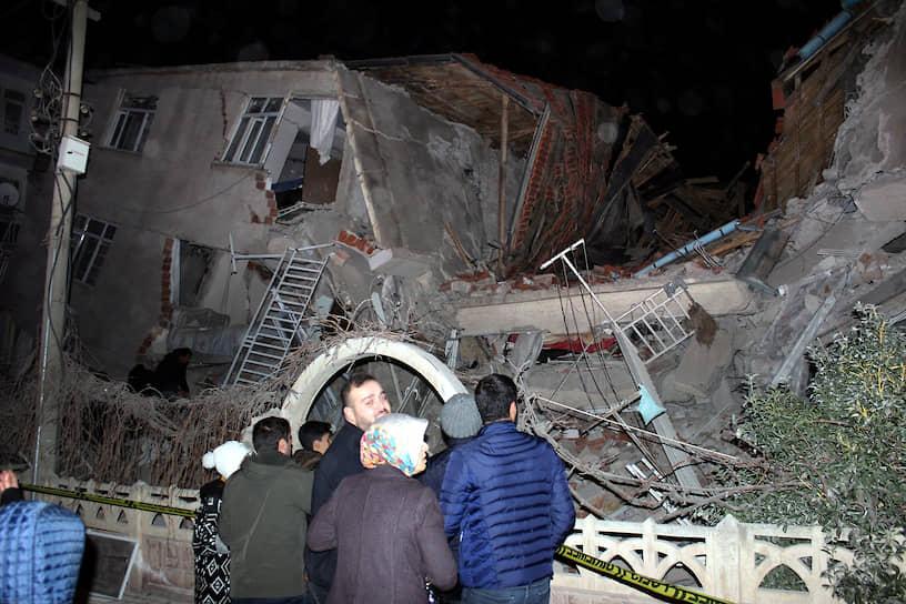 По данным Управления по чрезвычайным ситуациям и стихийным бедствиям Турции, землетрясение произошло 24 января в провинции Элязыг, где проживает около 400 тыс. человек