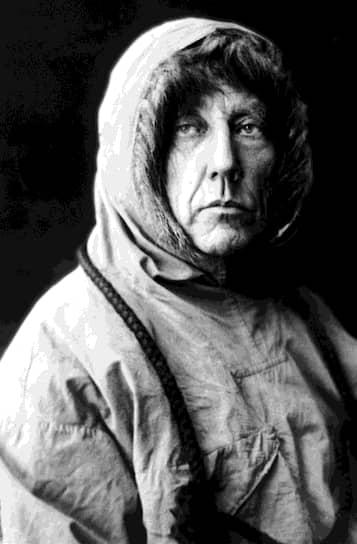Полярный путешественник и исследователь Руаль Амундсен возглавлял норвежскую полярную экспедицию 1910—1912 годов, проходившую в конкурентной борьбе с английской экспедицией Роберта Скотта