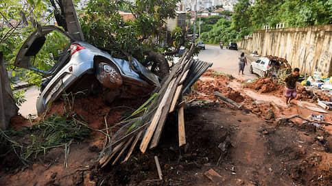 Бразилию наводнили разрушения